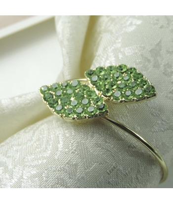 Auksinis servetėlės žiedas LAPAI žaliomis kalnų krištolo akutėmis